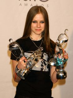 Juno Awards - 5 Abril 2003 - 10 - AvrilPix Gallery - The best image, picture and photo gallery about Avril Lavigne - AvrilSpain.Com