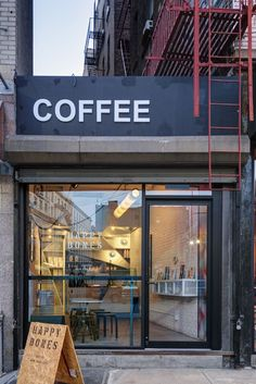 This New York City Coffee Shop Was Originally An Alleyway Ghislaine Vi as Interior Design and UM Project have completed the design of Happy Bones NYC a boutique coffee shop nbsp hellip Cozy Coffee Shop, Small Coffee Shop, Coffee Shops, Coffee Lovers, Coffee Latte, Coffee Girl, Coffee Scrub, Starbucks Coffee, Iced Coffee