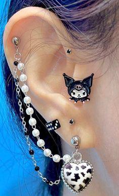 Ear Jewelry, Cute Jewelry, Jewelery, Jewelry Accessories, Nose Piercing Jewelry, Pretty Ear Piercings, Grunge Jewelry, Estilo Grunge, Accesorios Casual