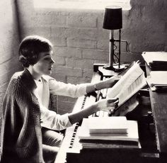 vintagebreeze: Julie Andrews by the piano.<<because everything with Julie Andrews is pretty