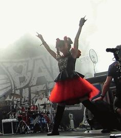BABYMETAL - Super MOA-chan in effect - she's got rock star moves.
