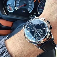 ⌚™ Have a Great & Sunny Sunday all Patek Enthusiasts. Beautiful Patek Philippe shot by Bulova Watches, Sport Watches, Cool Watches, Black Watches, Swiss Army Watches, Patek Philippe, Luxury Watches For Men, Fashion Watches, Men Accessories