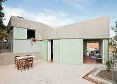 Concrete house   Langarita-Navarro [photographed as a crime scene]