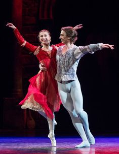 Daria Klimentová and Vadim Muntagirov in Romeo and Juliet. © Foteini Christofilopoulou