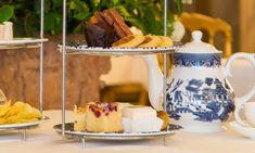 High tea in de Balzaal van Paleis Het Loo op de Veluwe