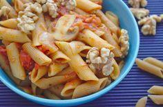 Makaron w sosie pomidorowym z orzechami włoskimi | Słodkie Gotowanie Penne, Pasta Salad, Macaroni And Cheese, Ethnic Recipes, Food, Crab Pasta Salad, Mac And Cheese, Essen, Meals