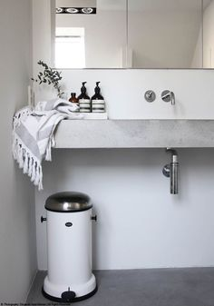 Design | Grey & White Bathroom