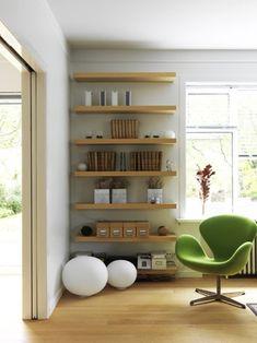 decoración + color en un ambiente con color verde y madera clara