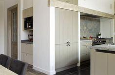 Built in units Kitchen Dinning Room, Kitchen Time, Open Plan Kitchen, Kitchen Decor, Küchen Design, Interior Design, Belgian Style, Kitchen Accessories, Home Decor Inspiration