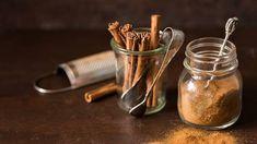 Detoxikační hubnoucí nápoj pro cukrovkáře: Jak jej vyrobit…   iReceptář.cz Cinnamon Benefits, Graphic Design Projects, For Your Health, Glass Jars, Cinnamon Sticks, Helpful Hints, Powder, Photos, Glass Pitchers
