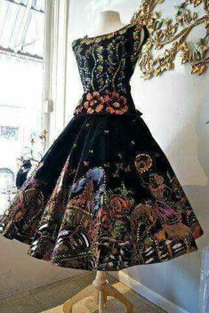 I live this Bohemiam style dress