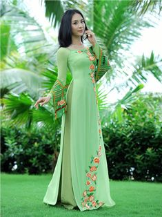 TRADITIONAL LONG DRESS - TT105 / Green dress with orange flowers detail, very nice dress for go out :)