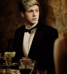 Comment if your a true niall girl!! (I am!) <<<< Excuse you. *you're