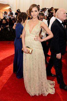 Jessica Alba in Diane von Furstenberg at the 2014 Met Gala | blog.theknot.com