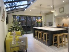 Kitchen Living Rooms A fabulous renovated Victorian side return kitchen in Richmond, Surrey during the festive period Living Room Kitchen, New Kitchen, Kitchen Ideas, Kitchen Decor, Kitchen Island, Open Plan Kitchen Dining Living, Family Kitchen, Kitchen Counters, Kitchen Sinks