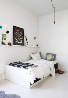 Jongenskamer. Voor meer kinderkamer inspiratie kijk ook eens op http://www.wonenonline.nl/slaapkamers/kinderkamer/