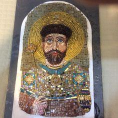 Ícone Russo em fase final de elaboração. Nicolau II  em mosaico com pedrarias.