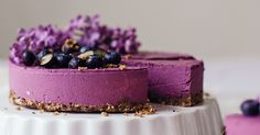 This lovely Raw Blueberry Cheesecake with wild blueberries and lemon is really fresh and very berrylicious. It's a great dessert for any occasion!