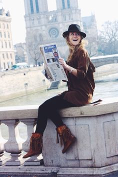 fun reading le figaro - notre dame - coucou fringes boots - bohemian