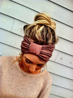 Hair Color Trends 2018 Highlights : IVORY the Sparrow Headband Wide Stretchy Jersey Hair Band Ruched with Fabric Wra My Hairstyle, Pretty Hairstyles, Easy Hairstyles, Hairstyle Ideas, Girl Hairstyles, Toddler Hairstyles, Teenage Hairstyles, Headband Hairstyles, Boho Headband