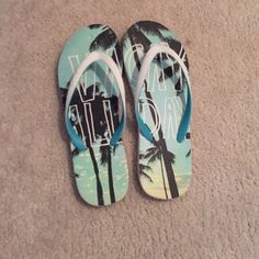 flip flops!! Aeropostale flip flops!!! gently worn!! very cute for summer time !! Aeropostale Shoes Sandals