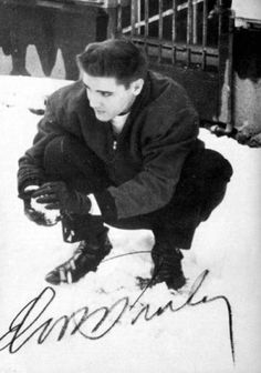 ElvisMatters - uit eerbied en respect voor the King. Snow fun in Germany! Are You Lonesome Tonight, Young Elvis, Blue Sunset, Snow Fun, Graceland, The Godfather, Elvis Presley, Rock N Roll, First Love