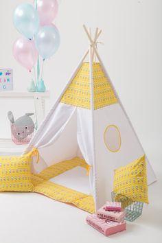 He encontrado este interesante anuncio de Etsy en https://www.etsy.com/es/listing/268447860/yellow-feathers-kids-teepee-play-tent