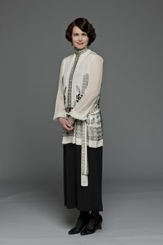 Lady Cora, Countess of Grantham (Elizabeth Mcgovern) #Downton Abbey in gorgeous 20's white and black outfit #GG
