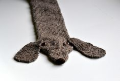 Doxie Scarf! #dachshund #knitting #scarf ...wonder if I'll ever get to this one?  Could do it in red like Miss Gretel.