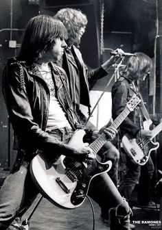 Ramones Live Shot Poster - Black & White Approx Measures: x Comes Rolled Joey Ramone, Ramones, Punk Rock, Rock Roll, Cbgb New York, Historia Do Rock, New York Poster, Gig Poster, Grateful Dead Music