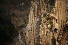 El riesgo atrae. Prueba de ello es el revuelo que ha generado la reapertura de El Caminito del Rey, considerado el sendero más peligroso del mundo y que está en Málaga.   Aunque