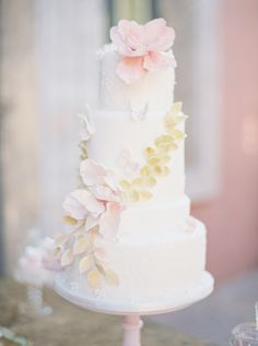 Elegant wedding cake: http://www.stylemepretty.com/2015/10/16/15-pretty-ways-to-doll-up-your-wedding-cake/ Photography: Romance Weddings - http://www.romanceweddings.co.uk/