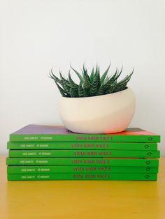 'vista quem você é', primeiro livro da Oficina de Estilo -- um manual de personalização de escolhas e libertação de referências externas! http://oficinadeestilo.com.br/livro/