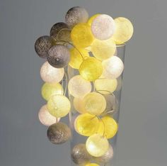 Fris geel met grijs zijn deze gekleurde lichtbollen. De lichtslinger heeft 20 lampjes om sfeervol licht te verspreiden. Verlichting die knus is en gezelligheid