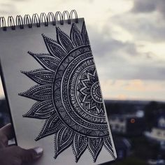 Inspiring image art, zentangle by saaabrina - Resolution - Find the image to your taste Mandala Art Lesson, Mandala Artwork, Mandala Painting, Watercolor Mandala, Doodle Art Drawing, Mandala Drawing, Zen Doodle, Tattoo Mere Fille, Zantangle Art