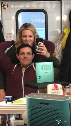 lili reinhart and casey cott Riverdale Kevin, Riverdale Set, Riverdale Funny, Riverdale Memes, Riverdale Archie, Betty Cooper, Alice Cooper, Lili Reinhart, Stranger Things