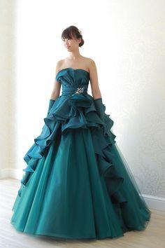 COLOR DRESS一覧   福岡ウェディングドレスのレンタル「レイジーシンデレラ福岡」  ジュピター  スカート部分に広がる立体的なフリルが華やかなグリーンドレス。キュッと引き締まったウエストラインで脚長効果も抜群です。