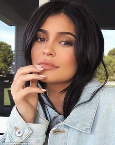 Make-up artists respond to Kylie Jenner's new brush line - Kardashian / Jenner - . - Make-up artists respond to Kylie Jenner's new brush line – Kardashian / Jenner – - Kylie Jenner Mode, Kylie Jenner Makeup Look, Kylie Jenner Makeup Tutorial, Looks Kylie Jenner, Kyle Jenner, Kylie Jenner Outfits, Kylie Jenner Eyebrows, Kylie Jenner Short Hair, Street Style Outfits