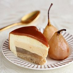 Pear, vanilla and caramel mousse cake for fall (in Hebrew with translator on sidebar)