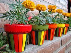 Painted Plant Pots, Painted Flower Pots, Hand Painted Rocks, Flower Pot Art, Flower Pot Design, Pebble Painting, Pottery Painting, Bottle Painting, Bottle Art