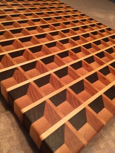 'waffle' end grain cutting board - Holzbearbeitung End Grain Cutting Board, Diy Cutting Board, Wood Cutting Boards, Chopping Boards, Woodworking Books, Woodworking Projects, Woodworking Garage, Woodworking Equipment, Diy Wood Projects