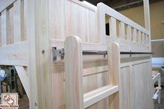 二段ベッドがお部屋を2つに分ける間仕切りに NO1611018 | ヒノキ・ワークスの オーダーメイド ベッド集 Bedroom Bed Design, Bunk Beds, Quartos, Loft Beds, Bunk Bed, Double Bunk Beds