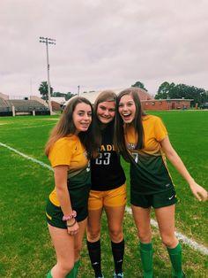 High School Soccer, School Sports, Football Girls, Hockey Girls, Cute Soccer Pictures, Best Friend Pictures, Bff Pictures, Soccer Shoot, Soccer Motivation