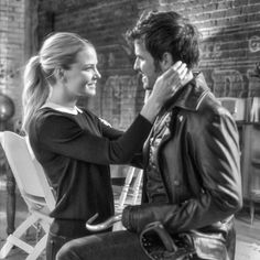 (@vfxsup) en Instagram: BTS Hook pops the question... looks like she said yes! #ouat #behindthescenes @jenmorrisonlive