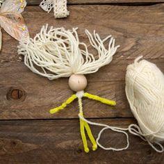 No sew fairy Miss Daisy Patterns: von Tina auf - Garn Deko Fairy Crafts, Doll Crafts, Craft Projects, Sewing Projects, Pipe Cleaner Crafts, Pipe Cleaners, Yarn Dolls, Clothespin Dolls, Daisy Pattern