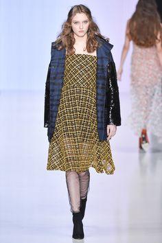 Yasya Minochkina Russia Fall 2017 Fashion Show Collection