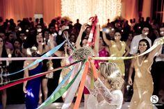 Tendências de casamento: Buquê de fitas Foto: www.estudiosuyan.com
