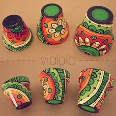 Mosaicolor - Her Crochet Flower Pot Art, Flower Pot Design, Flower Pot Crafts, Clay Pot Crafts, Diy And Crafts, Painted Plant Pots, Painted Flower Pots, Pottery Painting, Ceramic Painting