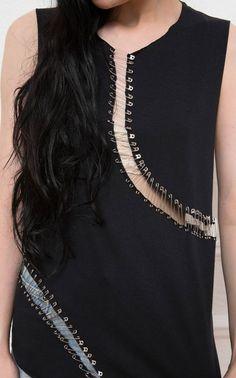 Fashion Details, Diy Fashion, Fashion Outfits, Womens Fashion, Fashion Design, Safety Pin Jewelry, Safety Pins, Moda Chic, T Shirt Diy