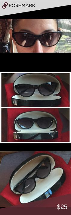 Retro vintage pin up rockabilly Sunglasses 😎 Cat eye sunglasses 😎 perfect for any pin up look. Must have for spring! In excellent condition. No scratches on lenses comes with case. Ann Taylor Accessories Sunglasses